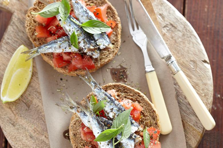 Rusks with sardines & basil